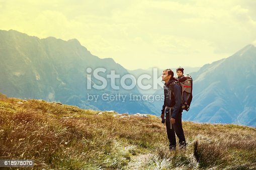 family on a trekking day in the mountains よじ登るのストックフォト