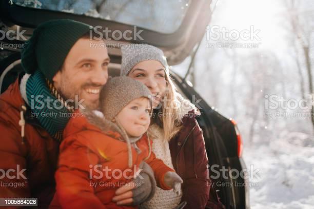 Family on a winter road trip picture id1005864026?b=1&k=6&m=1005864026&s=612x612&h=m7meqkcnza2ojvhsutz8 xsh9jyqzhlyfse fxqymok=