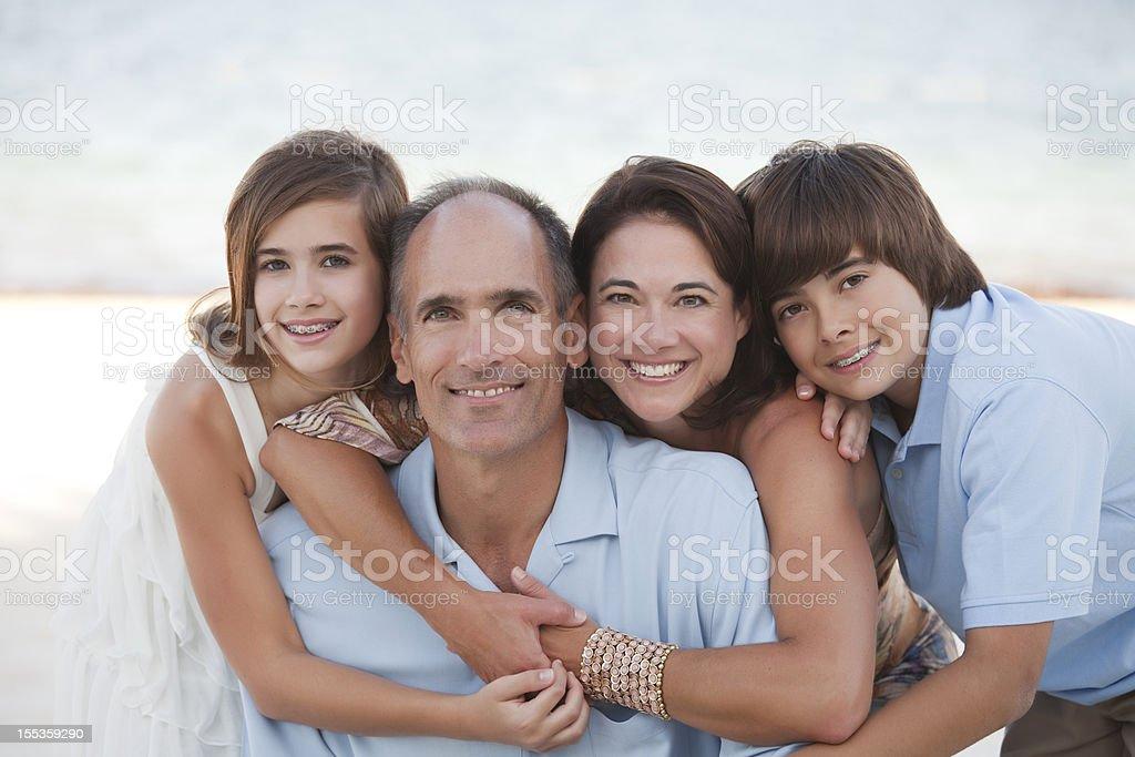 Familie am Strand – Foto