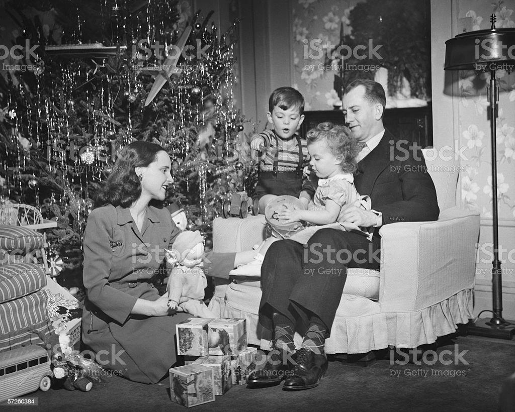 family opening christmas presents children 2 3 4 5 - Children Christmas Pictures 2