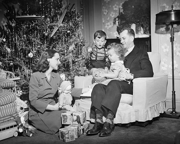 family opening christmas presents, children (2-3) (4-5), (b&w) - 1940s style stock photos and pictures