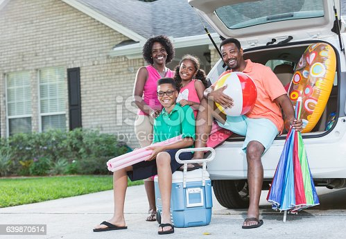 807410158 istock photo Family packing car for trip to the beach or pool 639870514