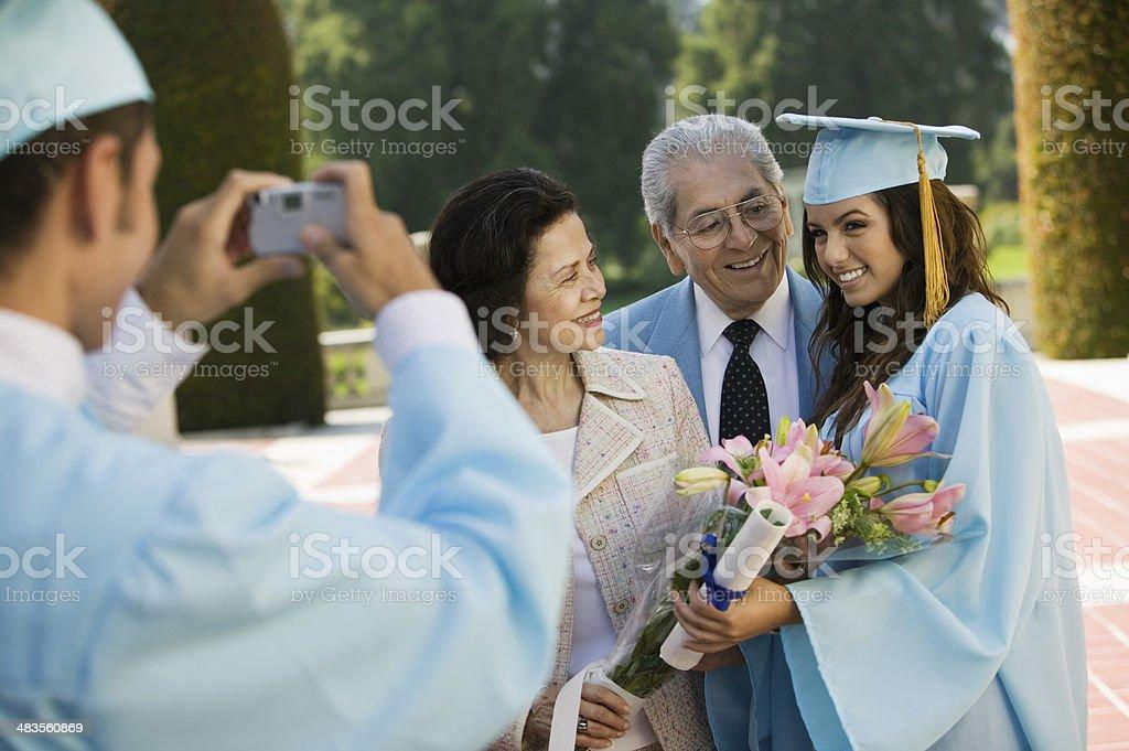 Foto de familia de graduación - foto de stock