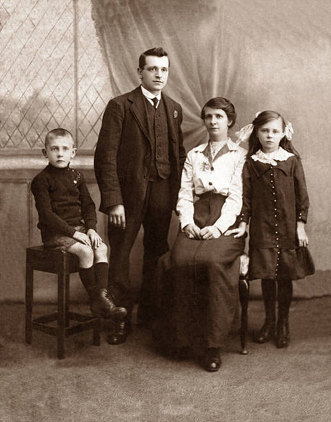 Family A Victorian / Edwardian family portrait. 19th century stock pictures, royalty-free photos & images
