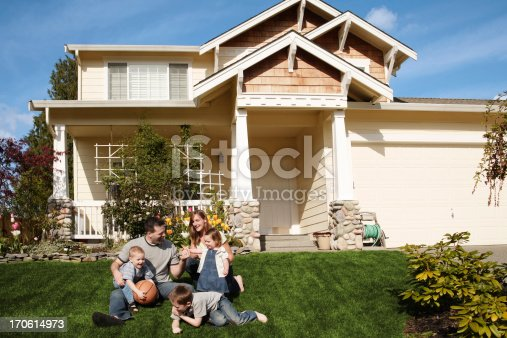 istock Family playing ball at home 170614973