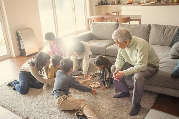 自宅のご家族でご一緒に - 家族 日本人 ストックフォトと画像