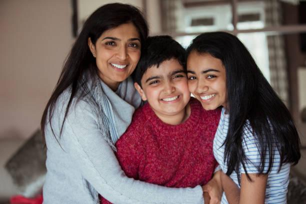 familien-porträt - autismus stock-fotos und bilder