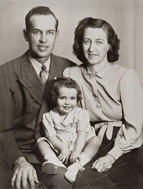 retrato de familia - anticuado fotografías e imágenes de stock