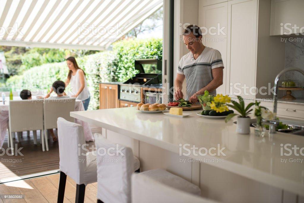Familie Mittagessen vorbereiten – Foto