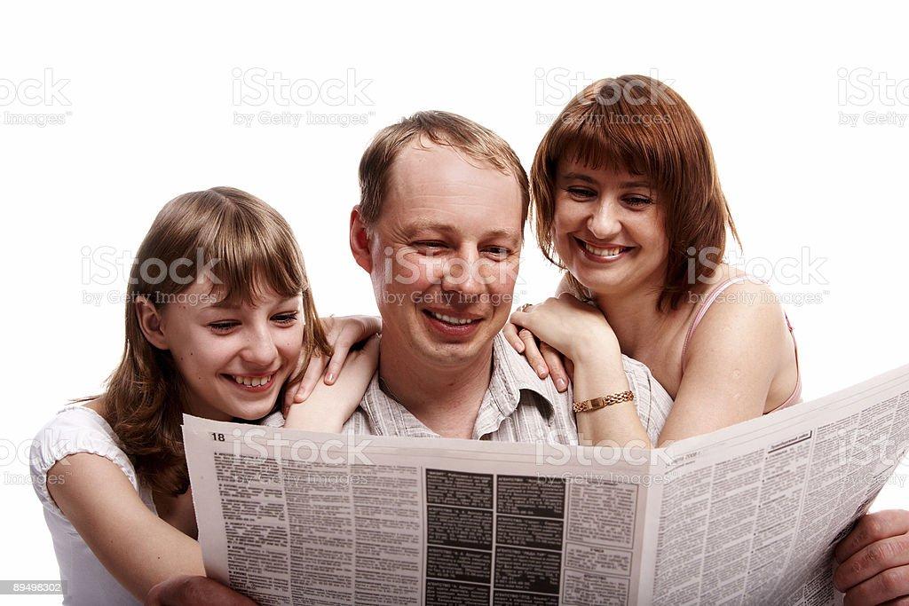 family read newspaper royalty free stockfoto