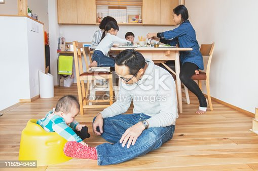 1152545468 istock photo Family relaxed at home 1152545458