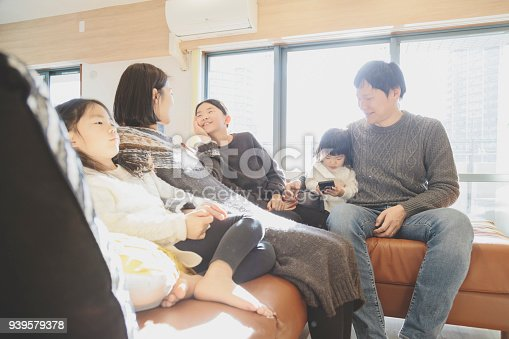 1152545468 istock photo Family relaxed at home 939579378