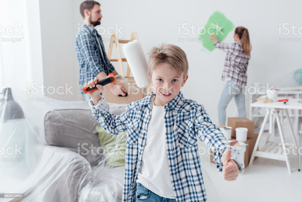 Family renovating their new apartment Стоковые фото Стоковая фотография