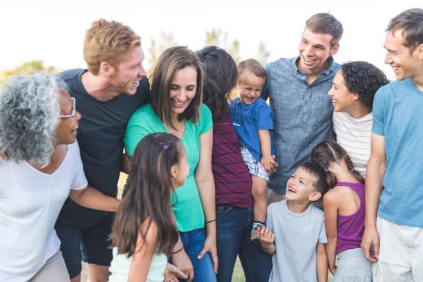 familientreffen! - sommerfest kindergarten stock-fotos und bilder