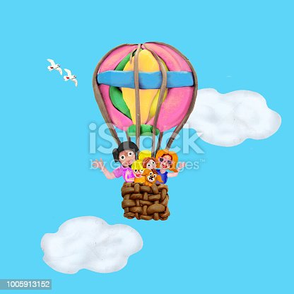 624869600 istock photo Family ride by air balloon 3D illustration  banner 1005913152