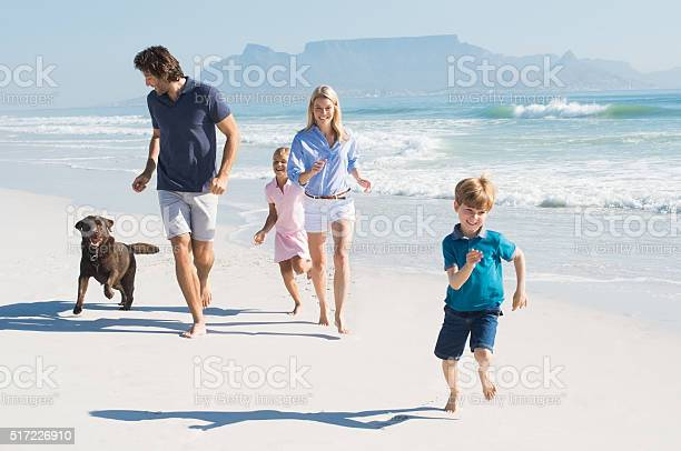 Family running with dog picture id517226910?b=1&k=6&m=517226910&s=612x612&h=vzfalxapmtn6md0466bodszbwubek47noh3pmtl872e=