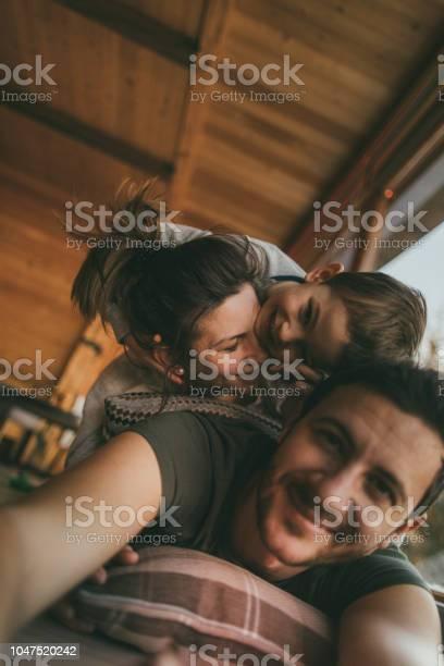 Family selfie from winter vacation picture id1047520242?b=1&k=6&m=1047520242&s=612x612&h=k2gr ip6lee 7oyqnvtvolz1kskigpgr6ftbqqsmm34=
