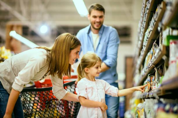 Familie einkaufen  – Foto