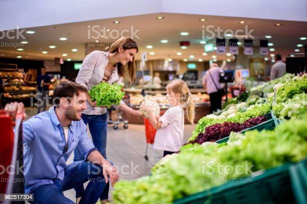 Foto de Família De Compras e mais fotos de stock de Adulto