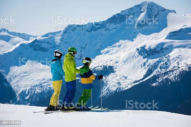 Family ski vacation picture id624179198?b=1&k=6&m=624179198&s=612x612&h=dgi9h54ojbqmlwl4edn225g4sjc7t3q7nnl3pso4kfu=