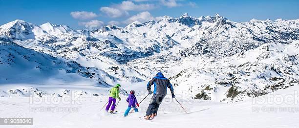 Family skiing picture id619088040?b=1&k=6&m=619088040&s=612x612&h=ox3y9th91w5aoqbrsod hto1mxtsuoenaxxarxzh1xk=