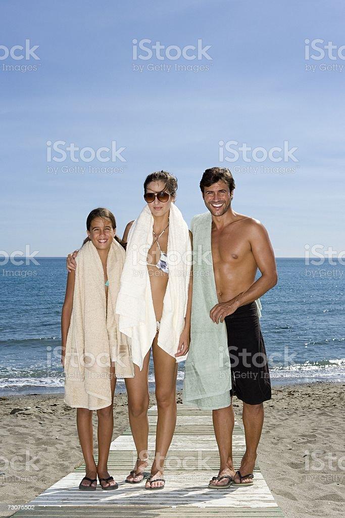 Família pé na praia foto de stock royalty-free