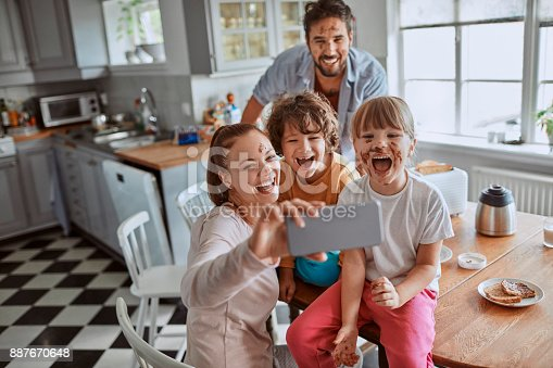 894071774 istock photo Family taking a selfie 887670648