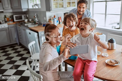 894071774 istock photo Family taking a selfie 907337078