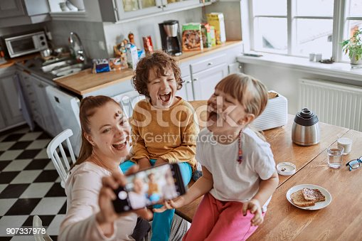 894071774 istock photo Family taking a selfie 907337978