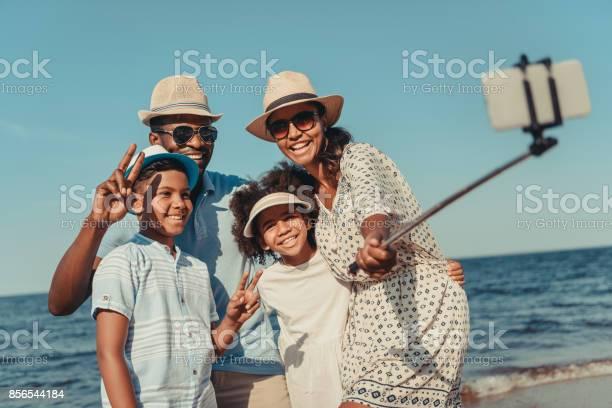 Family taking selfie on beach picture id856544184?b=1&k=6&m=856544184&s=612x612&h=sllyh0liwvy15llpdy209t5qfs3bnkt5fm5hhfmlajo=