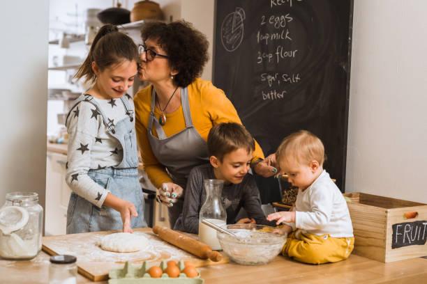 moments en famille dans la cuisine - Photo