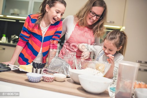 istock Family time in the kitchen 511606734