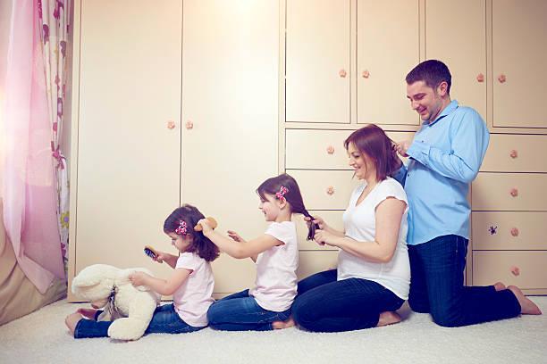 zeit für die familie - mutterkleiderschrank stock-fotos und bilder
