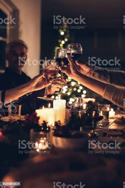 Family toasting at christmas dinner picture id856984604?b=1&k=6&m=856984604&s=612x612&h=4lyyg4y8pik1lorahmm4oiyeo6oxtkqlm5ynflqgc3s=