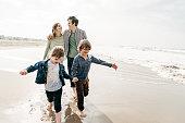 istock Family travel insurance 1194788017