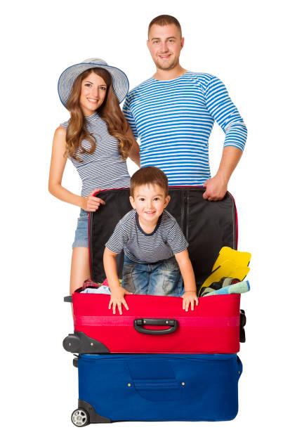 family travel koffer, menschen und urlaubsgepäck, kind auf der tasche, weißer hintergrund - kleinkind busy bags stock-fotos und bilder