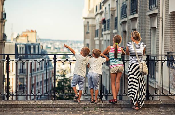 family visiting paris, montmartre - montmatre utsikt bildbanksfoton och bilder