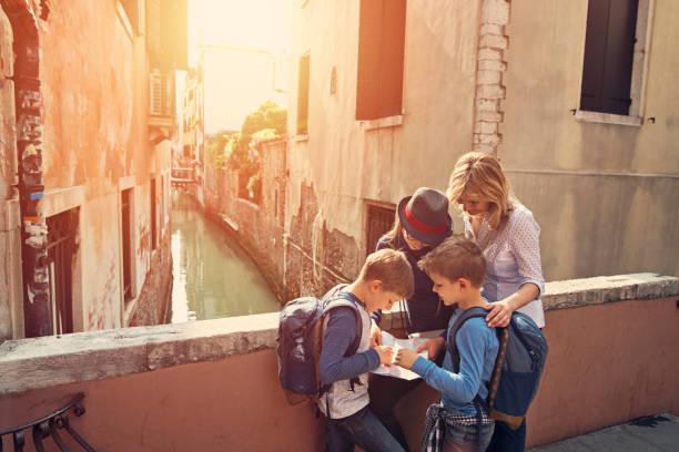 familie besuch in venedig, italien - städtetrip stock-fotos und bilder