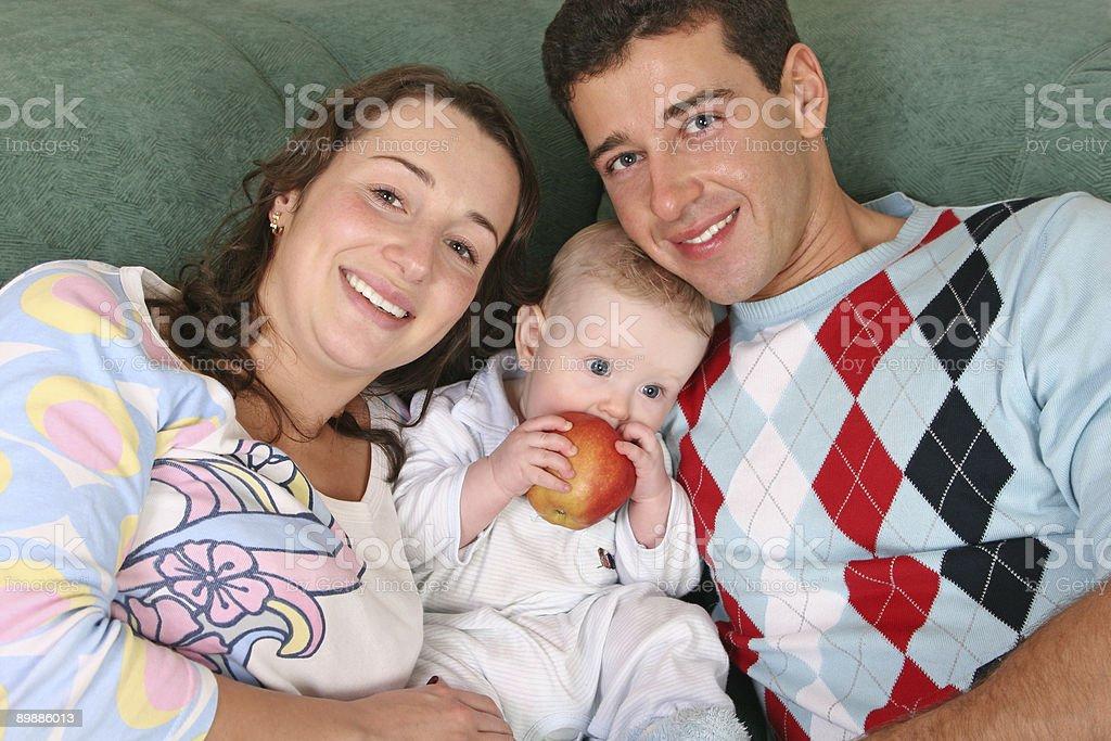 Familia con niño foto de stock libre de derechos