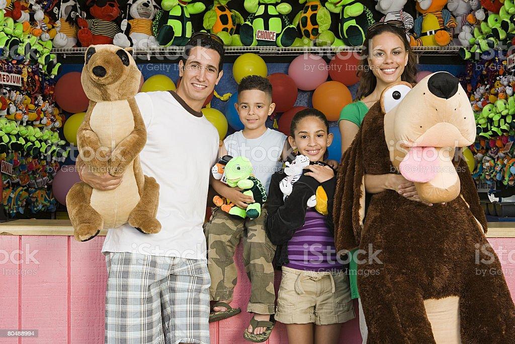 Família com brinquedos foto de stock royalty-free