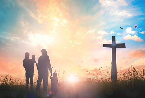 Family Worship Concept - zdjęcia stockowe i więcej obrazów Biblia