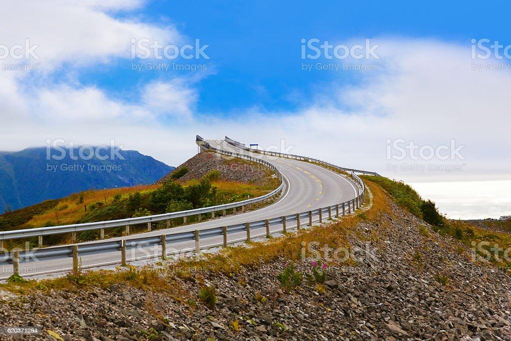 Famoso Ponte sobre o Atlantic estrada na Noruega foto de stock royalty-free