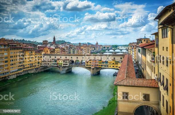 Famous bridge ponte vecchio on the river arno in florence italy picture id1043032922?b=1&k=6&m=1043032922&s=612x612&h=mo86nl1drhlnpgzc el084rqlrmy5lociwxsumzhkgm=