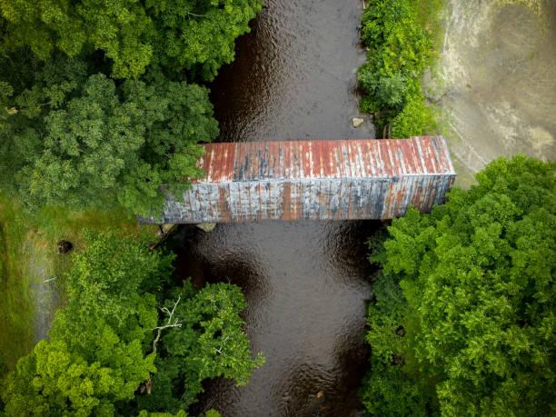 Berühmte überdachte Brücken von Vermont, USA aus der Luft – Foto