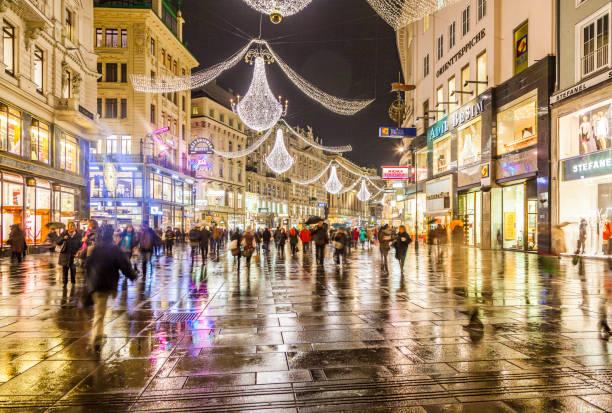 berühmte graben street bei nacht - fußgängerzone stock-fotos und bilder