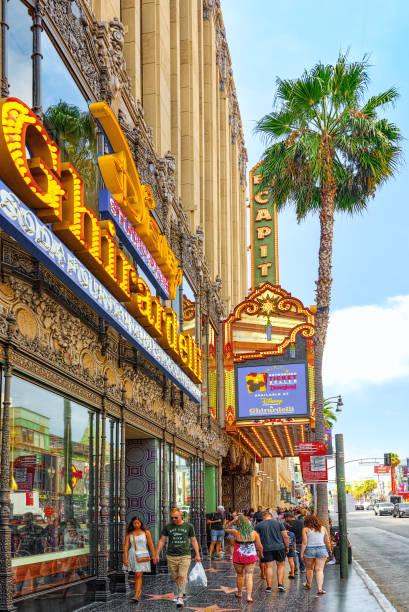 Ünlü Hollywood Bulvarı ve Hollywood 'daki yıldızlar Caddesi. stok fotoğrafı