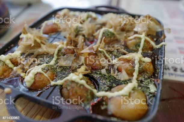Famous japanese street food octopus takoyaki picture id871433982?b=1&k=6&m=871433982&s=612x612&h=lbhkqqaa5aina5zti4boz0tbozrta58fa7fyerxe4ii=