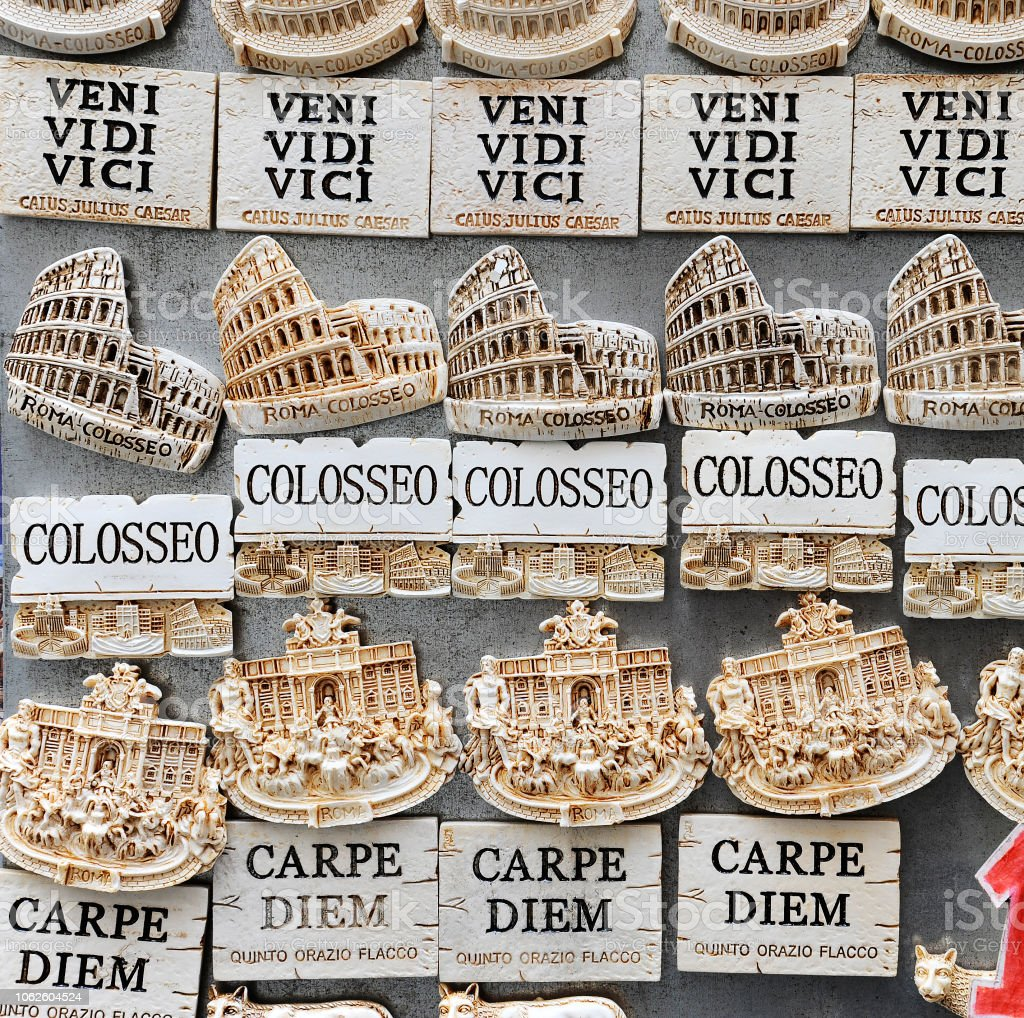 Suveniri - Page 2 Famous-latin-phrases-used-for-souvenirs-in-rome-italy-picture-id1062604524