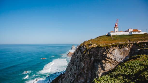 berühmten leuchtturm ozean portugal - kapverdische inseln stock-fotos und bilder