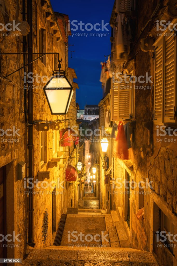 Berühmte schmale Gasse der Altstadt von Dubrovnik, Kroatien – Foto